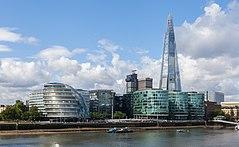 Ayuntamiento y Shard, Londres, Inglaterra, 2014-08-11, DD 076.JPG
