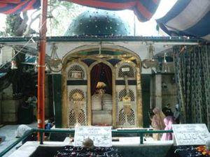 Bibi Pak Daman - Image: B Bi Pak Daman June 5 2004 (6)