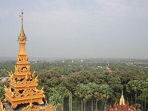 Bago, Myanmar - Image: Bago Rundblick von Mahazedi Paya (4)