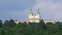 Svatý Kopeček: Pohled na premonstrátský klášter s bazilikou Navštívení Panny Marie.