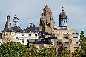 Gottfried Böhm - Bensberg City Hall, seen against old castle