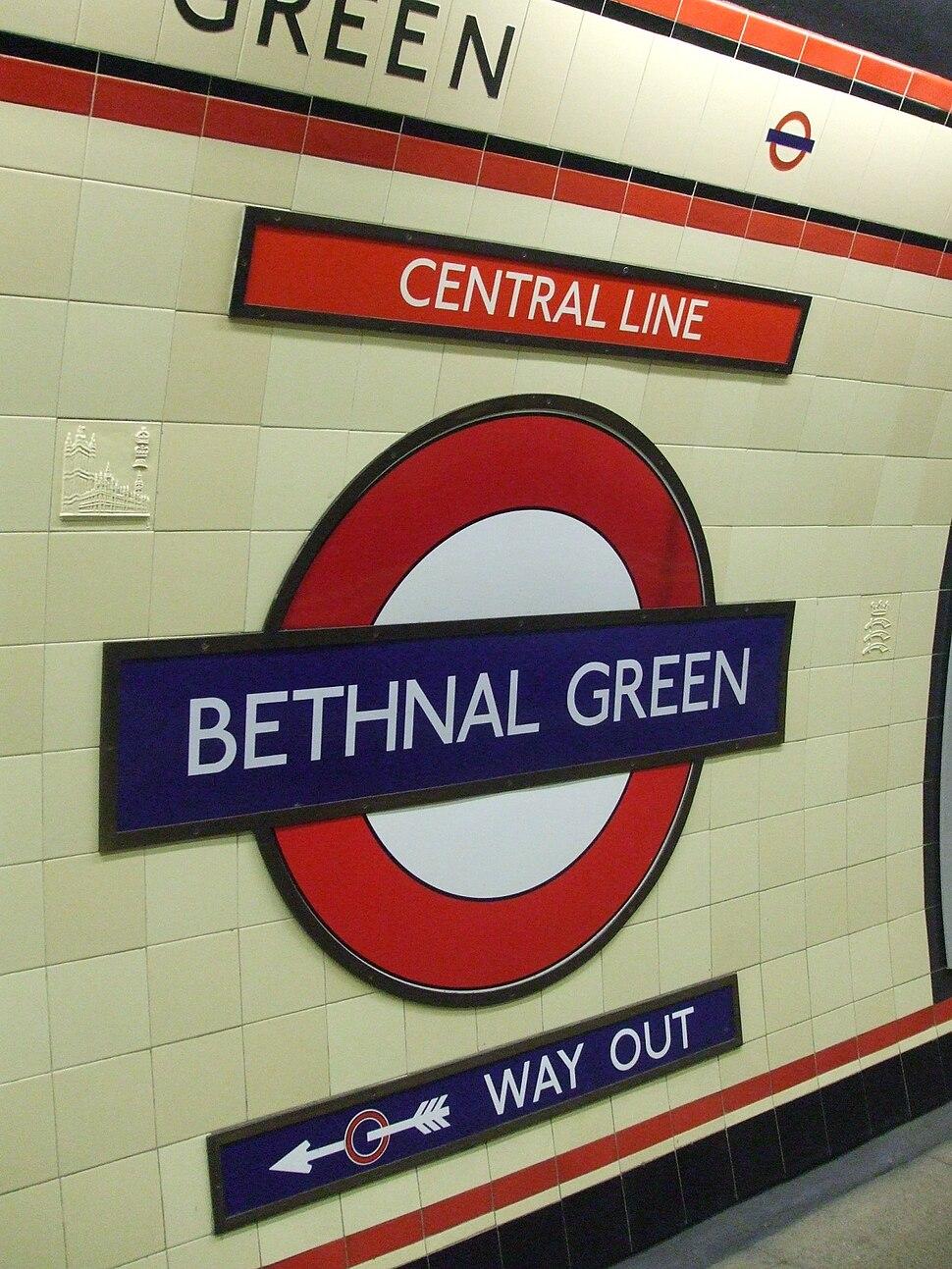 Bethnal Green stn roundel