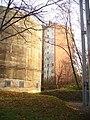 Betonblock und Wohnblock (Concrete Block and Residential Block) - geo.hlipp.de - 31399.jpg