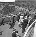 Bezoek van President Scharf aan Rotterdam Aan President Scharf wordt een fraai , Bestanddeelnr 912-4906.jpg