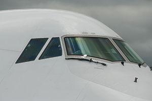Boeing 747-430 D-ABTA Cockpit 6678.jpg