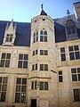 Bourges - palais Jacques-Cœur, cour (02).jpg