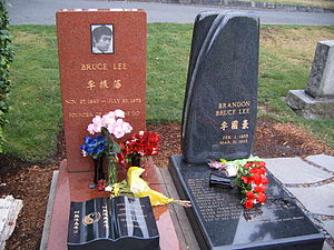 Brandon Lee - The grave site of Brandon Lee and his father, Bruce Lee