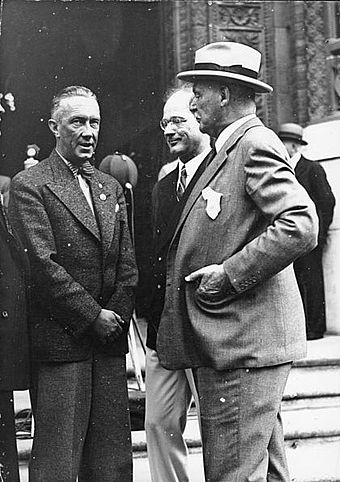 Avery Brundage meeting mayor of Berlin Julius Lippert and IOC German Secretary Theodor Lewald in 1936 Brundage at Berlin.jpg