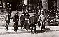 Budapest V., Kossuth Lajos tér, a Parlament lépcsőjénél. Vass József népjóléti és munkaügyi miniszter búcsúztatásáról távozók egy csoportja. Fortepan 77087.jpg