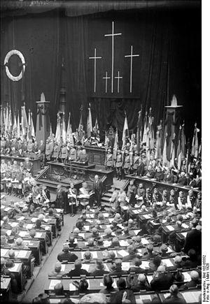Volkstrauertag - Image: Bundesarchiv Bild 102 05552, Berlin, Volkstrauertag im Reichstag