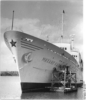 """Lloyd Werft Wismar - Image: Bundesarchiv Bild 183 63460 0001, Wismar, Seefahrgastschiff """"Michail Kalinin"""""""