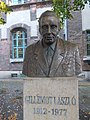 Bust of Laszlo Gillemot, BUTE Sculpture Park, 2016 Ujbuda.jpg