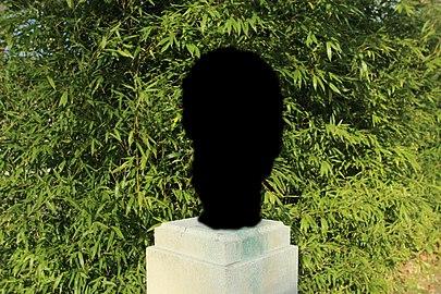 Buste de Michel Pelchat dans le parc de la Mairie à Gif-sur-Yvette le 22 mars 2016.jpg