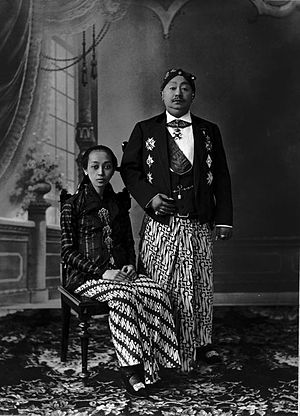 Surakarta Sunanate - Susuhunan Pakubuwono X and his queen consort (c. 1920)