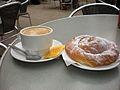 Café con leche y ensaimada.jpg