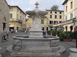 Camaiore - Fountain on the main square