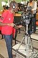 Cameraman ivoirien en activité 04.jpg