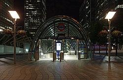 Canary Wharf tube station MMB 13.jpg