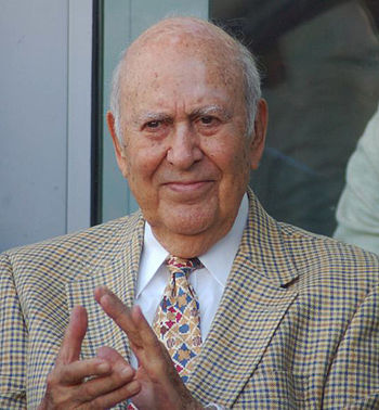 English: Carl Reiner at a ceremony for Jon Cry...