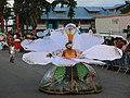 Carnaval à Kourou Danseuse en fleur.jpg