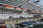 Carnival Vista docked in Valletta hnapel 05.jpg