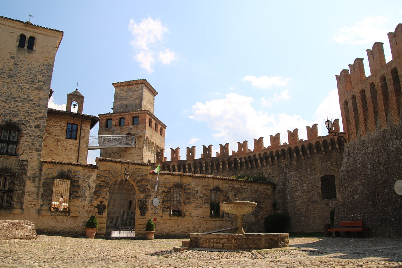 Castello di Vigoleno (Vernasca) 01.jpg