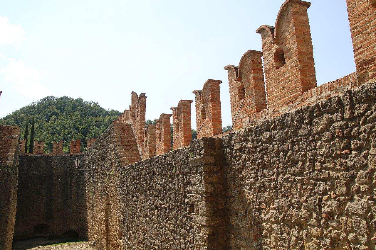 Castello di Vigoleno (Vernasca) 15.jpg