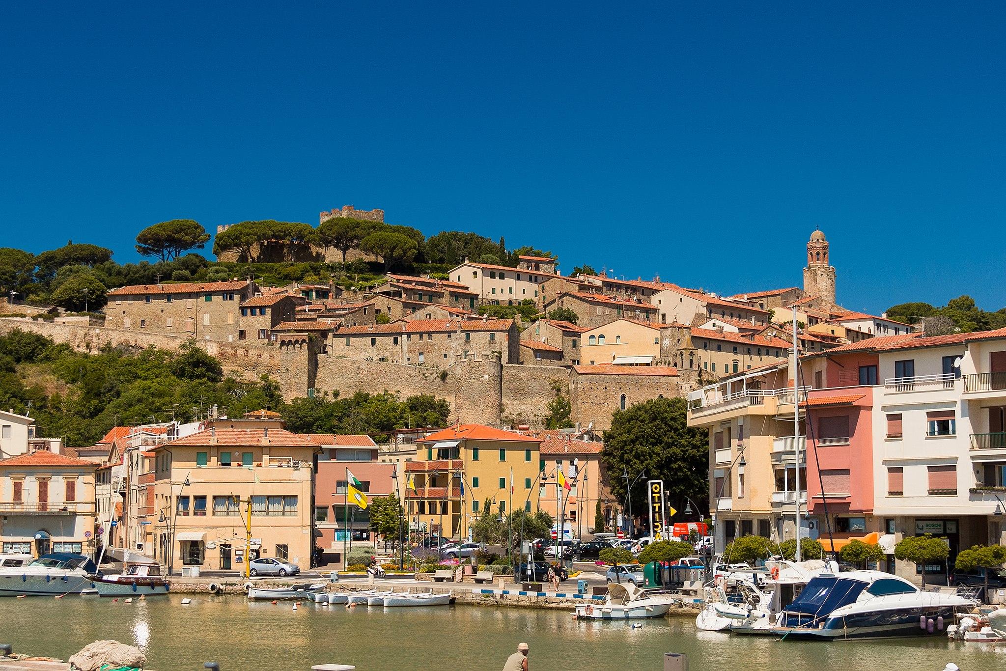 Castiglione della Pescaia , veduta del centro storico