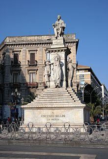 Monumento a Bellini in piazza Stesicoro, a Catania, città natale del compositore