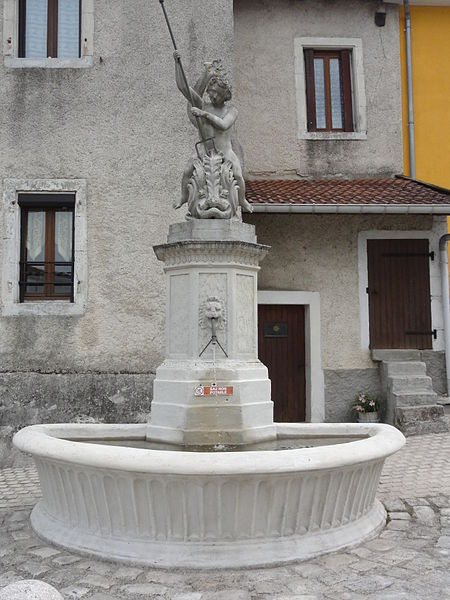 Chalaines (Meuse) fontaine
