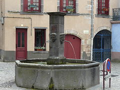 Fontaine, place de la Barreyre