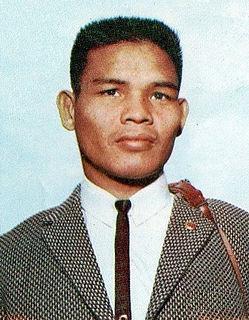 Chartchai Chionoi Thai boxer