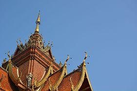 Chiang mai roof temple.jpg