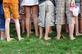 English: 's legs and feet at an outdoor birthd...