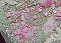 Cobaltodolomite, quartz et calcite (Bou Azzer - Morocco) 1.JPG