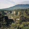 Collectie NMvWereldculturen, TM-20026457, Dia- 'Gezicht over Sianok Canyon', fotograaf Boy Lawson, 1971.jpg