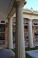 Columnes dòriques al cementeri general, València.JPG