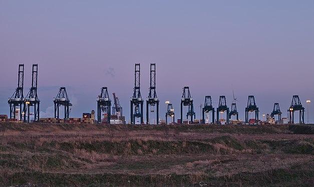 Container cranes at the MPET- MSC PSA European Terminal in Port of Antwerp (Kieldrecht, Belgium) during the sunset civil twilight (DSCF3901).jpg
