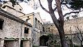 Cour intérieure du château de Saumanes.jpg