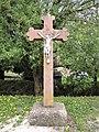 Croix ancienne, au centre du village.jpg