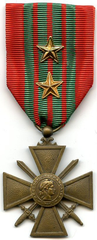 Croix de Guerre 1939–1945 (France) - 1939–1945 War Cross with 2 silver-gilt (gold) stars