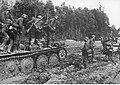 Czołgi niemieckie w trudnym terenie w okolicach Rżewa (2-921).jpg