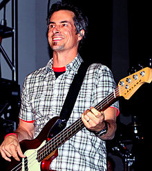Danny Weinkauf with TMBG in 2010.jpg