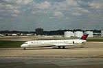 Delta N900DE McDonnell-Douglas MD88 (27839430223).jpg