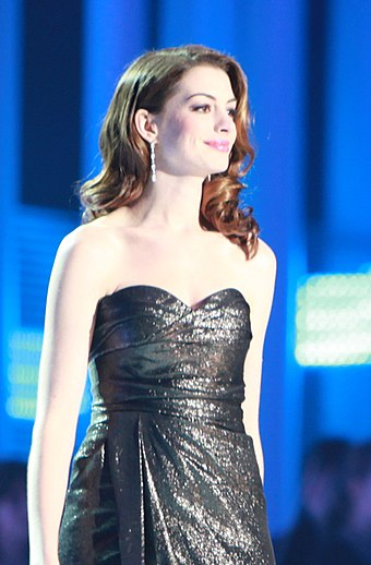 Hathaway at the Nobel Peace Prize Concert (in 2010), which she hosted with actor Denzel Washington Denzel Washington og Anne Hathaway IMG 6550b (cropped).jpg