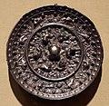 Dinastia tang, specchio con animali e uva, 690 dc ca.jpg