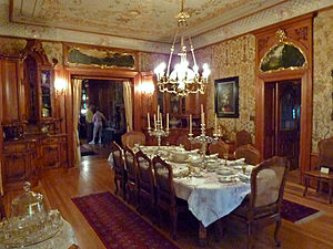 Pabst Mansion - Image: Dining room Pabst Mansion
