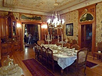 Pabst Mansion - Image: Dining room Pabst Mansion