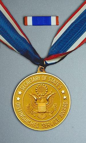 Secretary's Distinguished Service Award - Image: Do S Distinguished Service Award Medal Set