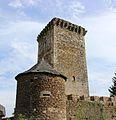 Donjon médiéval de Tholet (Aveyron) depuis la tour d'angle nord ouest.jpg